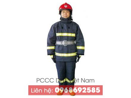 Hình ảnh hoàn thiện bộ quần áo chữa cháy khi mặc lên người